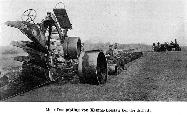 Moor-Dampfpflug von Kemna-Breslau bei der Arbeit (um 1930)