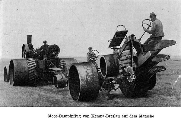 Moor-Dampfpflug von Kemna-Breslau auf dem Marsche (um 1930)