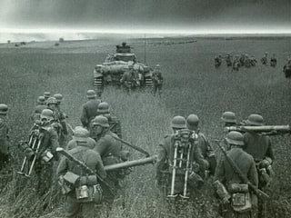 Die Deutsche Wehrmacht besichtigt schon mal den zukünftigen Lebensraum im Osten.