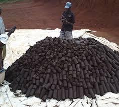 Afrikanischer Brenntorf für den Hausbrand.
